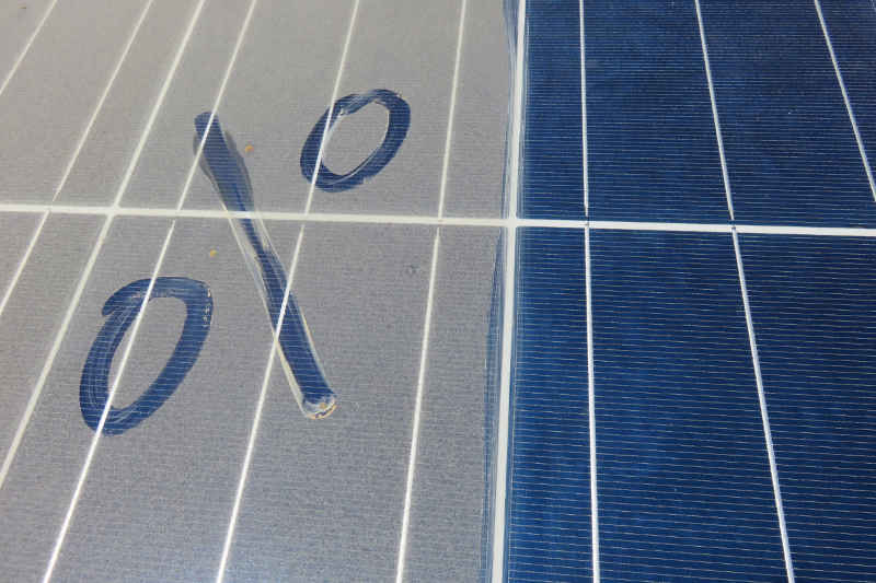 dirt on solar panels affects efficiency and output